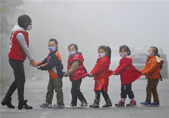 面对雾霾,学校除了停课还有何选择?