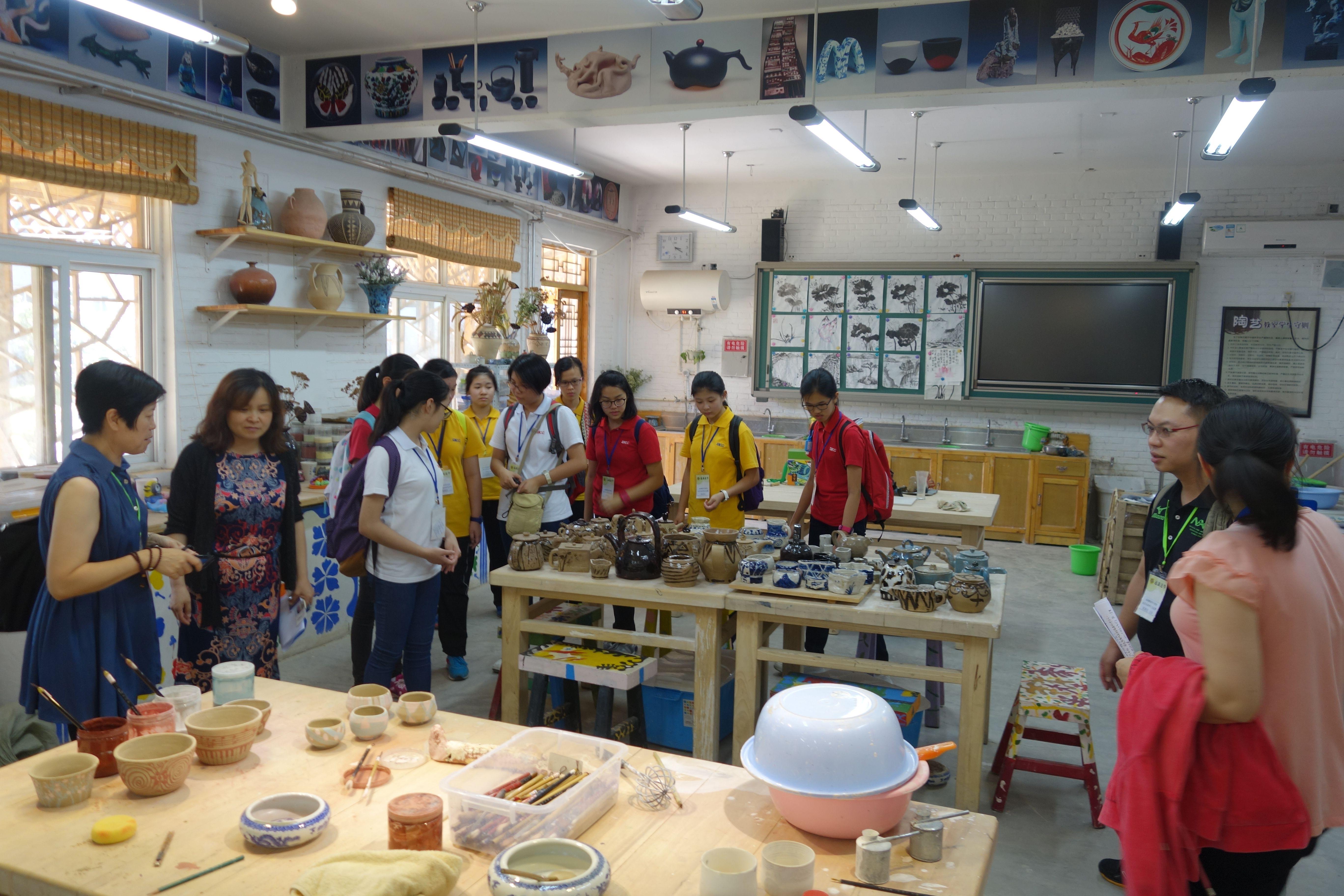 参观陶艺教室