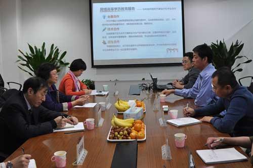 杜莉与弘成教育CEO兼弘成学习中心总经理丁向东亲切会谈