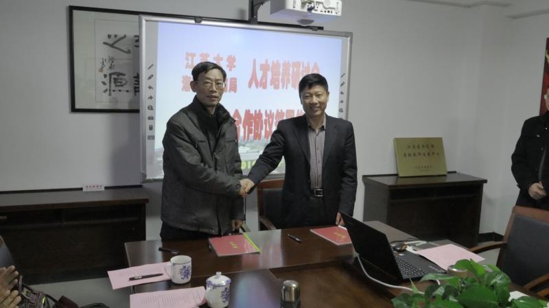 我校与海安市教育局签署人才培养战略合作协议