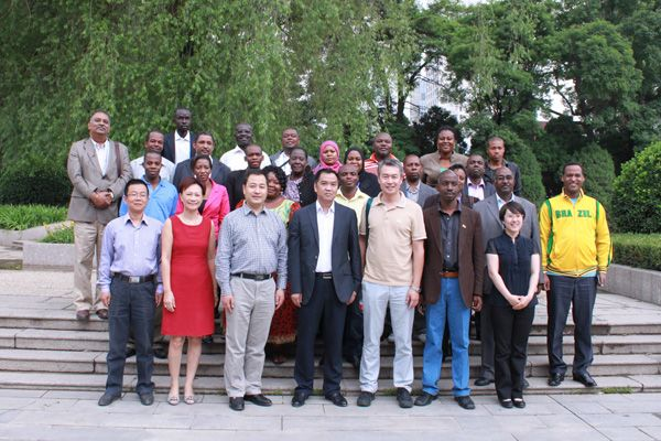 非洲现代远程教育访问团来我校交流访问