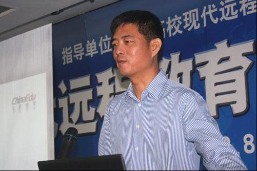 丁向东参加2012中国现代远教校外学习中心论坛